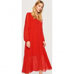 Czerwona sukienka - Czerwony. Czerwone sukienki marki Reserved. Za 179,99 zł.