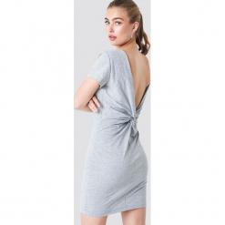 Rut&Circle Sukienka z węzłem na plecach - Grey. Zielone sukienki mini marki Rut&Circle, z dzianiny, z okrągłym kołnierzem. Za 121,95 zł.