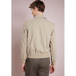 BOSS CASUAL ONYX Kurtka wiosenna beige. Brązowe kurtki męskie marki BOSS Casual, m, z materiału, casualowe. W wyprzedaży za 440,70 zł.