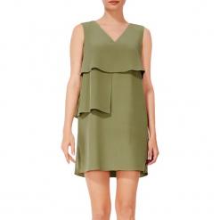 Sukienka w kolorze zielonym. Zielone sukienki mini marki BOHOBOCO, z dekoltem na plecach, proste. W wyprzedaży za 1179,95 zł.