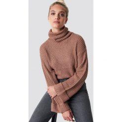 NA-KD Krótki sweter - Pink. Różowe golfy damskie NA-KD, z dzianiny, z krótkim rękawem. Za 113,00 zł.