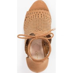 ALDO RILLEY Sandały na obcasie cognac. Brązowe sandały damskie ALDO, z materiału, na obcasie. Za 369,00 zł.
