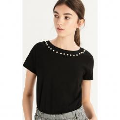 T-shirt z perłową aplikacją - Czarny. Czarne t-shirty damskie marki Sinsay, l, z aplikacjami. Za 24,99 zł.
