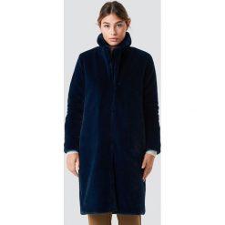 Płaszcze damskie: Rut&Circle Długi płaszcz ze sztucznym futrem - Blue,Navy