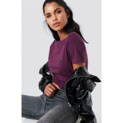 NA-KD T-shirt z haftowaną różą na piersi - Purple. Fioletowe t-shirty damskie NA-KD, z haftami, z bawełny. Za 40,95 zł.