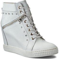 Sneakersy CARINII - B3254 I81-000-000-B88. Czarne sneakersy damskie marki Carinii, z materiału, z okrągłym noskiem, na obcasie. W wyprzedaży za 269,00 zł.