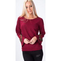 Bluzki damskie: Bluzka z haftem na rękawie bordowa 1500