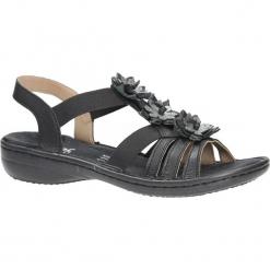 Czarne sandały z kwiatkami Rieker 60858-00. Czarne sandały damskie marki Rieker, z materiału. Za 238,99 zł.