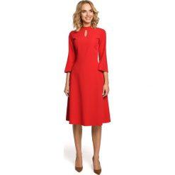 Czerwona Sukienka Wizytowa z Rozkloszowanymi Rękawami. Czerwone sukienki balowe Molly.pl, na co dzień, l, z klasycznym kołnierzykiem, midi, dopasowane. Za 128,90 zł.
