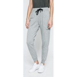 Guess Jeans - Spodnie. Szare jeansy damskie rurki marki Guess Jeans. W wyprzedaży za 159,90 zł.