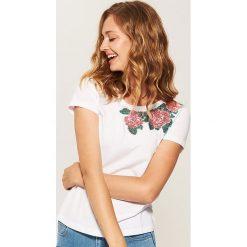 Koszulka z cekinową aplikacją - Biały. Białe t-shirty damskie marki House, l, z aplikacjami. W wyprzedaży za 19,99 zł.