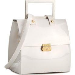 Torebka MELISSA - Pupila + Vitorino Camp 34112  White 01177. Białe kuferki damskie marki Melissa. W wyprzedaży za 449,00 zł.