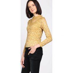 Żółta Bluzka Get Out. Żółte bluzki longsleeves marki Mohito, l, z dzianiny. Za 79,99 zł.