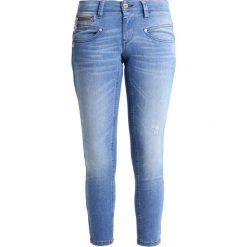 Freeman T. Porter ALEXA CROPPED  Jeansy Slim Fit nosar. Niebieskie jeansy damskie marki Freeman T. Porter. W wyprzedaży za 227,40 zł.