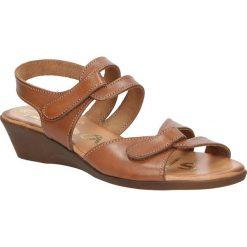 Sandały skórzane na koturnie Oh My Sandals 3461. Pomarańczowe sandały damskie marki Oh My Sandals, na koturnie. Za 109,99 zł.