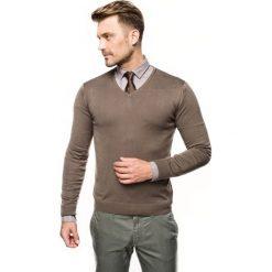 Sweter nagel w serek oliwkowy. Zielone swetry klasyczne męskie Recman, m, z dekoltem w serek. Za 169,00 zł.