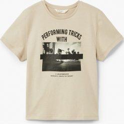 Mango Kids - T-shirt dziecięcy Memories 110-164 cm. Szare t-shirty chłopięce z nadrukiem Mango Kids, z bawełny, z okrągłym kołnierzem. W wyprzedaży za 19,90 zł.
