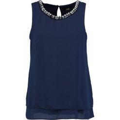 Wallis EMBELLISHED HANKY HEM TOP Bluzka dark blue. Niebieskie bluzki damskie marki Wallis, z materiału. W wyprzedaży za 167,20 zł.
