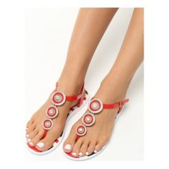 Czerwone Sandały Sweet Creature. Czerwone sandały damskie Born2be, w paski, na płaskiej podeszwie. Za 49,99 zł.