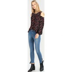 Dorothy Perkins EYELET HEM DARCY Jeans Skinny Fit blue. Niebieskie jeansy damskie marki Dorothy Perkins, z bawełny. W wyprzedaży za 151,20 zł.