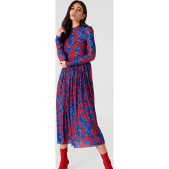 NA-KD Trend Siateczkowa sukienka midi z długim rękawem - Red,Multicolor. Białe długie sukienki marki NA-KD Trend, w paski, z poliesteru, z klasycznym kołnierzykiem. W wyprzedaży za 77,60 zł.