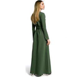 VANDA Sukienka maksi z rozcięciem - militarno zielona. Zielone sukienki dresowe Moe, z długim rękawem. Za 179,90 zł.