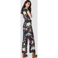 Trendyol Kombinezon w kwiaty - Multicolor. Szare kombinezony z printem marki Reserved. Za 181,95 zł.