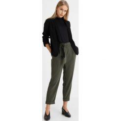 Spodnie z wysokim stanem: Dorothy Perkins Petite CHERRY TIE WAIST TROUSER Spodnie materiałowe khaki