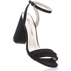 Rzymianki damskie: Sandały z falbanami bonprix czarny
