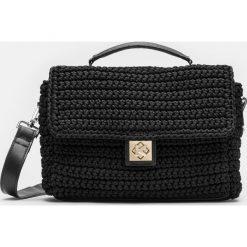 Czarna torebka damska. Czarne torebki klasyczne damskie marki Kazar, w paski, ze skóry, z tłoczeniem, z frędzlami. Za 649,00 zł.