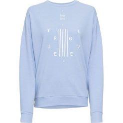 Bluza dresowa bonprix perłowy niebieski - biały z nadrukiem. Niebieskie bluzy z nadrukiem damskie marki bonprix, z dresówki. Za 74,99 zł.