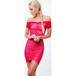 Sukienka z dekoltem carmen czerwona ZZ213. Czerwone sukienki marki Fasardi, l. Za 89,00 zł.