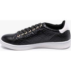 Guess Jeans - Buty Super. Czarne buty sportowe damskie Guess Jeans, z aplikacjami, z jeansu. W wyprzedaży za 319,90 zł.