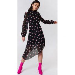 NA-KD Asymetryczna sukienka z wycięciem z tyłu - Black,Multicolor. Fioletowe sukienki asymetryczne marki Reserved, z falbankami. Za 161,95 zł.