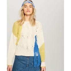 Swetry klasyczne damskie: Sweter z frędzlami - Kremowy