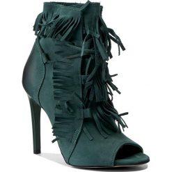 Botki CARINII - B3887  I64-000-000-B40. Zielone buty zimowe damskie marki Carinii, z nubiku, na obcasie. W wyprzedaży za 299,00 zł.