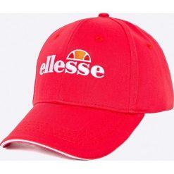 Ellesse - Czapka. Czerwone czapki z daszkiem męskie Ellesse, z bawełny. W wyprzedaży za 69,90 zł.