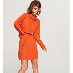 Sukienka ze stójką - Czerwony. Czerwone sukienki marki Reserved, ze stójką. Za 199,99 zł.