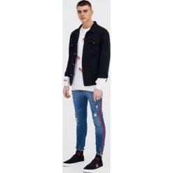 Jeansy skinny fit z lampasami. Szare jeansy damskie relaxed fit marki Pull & Bear, okrągłe. Za 69,90 zł.