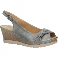 Szare sandały z kokardą na koturnie peep toe z odkrytymi palcami i piętą ze skórzaną wkładką Casu W18X2/G. Szare sandały damskie marki Casu, na koturnie. Za 44,99 zł.