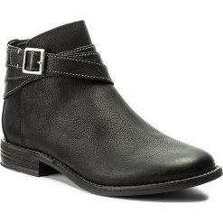 Botki CLARKS - Maypearl Edie 261234364 Black. Czarne buty zimowe damskie marki Clarks, z materiału, na obcasie. W wyprzedaży za 309,00 zł.