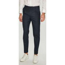 Jack & Jones - Spodnie. Czarne chinosy męskie marki Jack & Jones, l, z bawełny, z okrągłym kołnierzem. Za 299,90 zł.