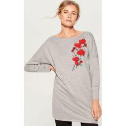 Sweter oversize z aplikacją - Jasny szar. Szare swetry oversize damskie Mohito, l. Za 99,99 zł.