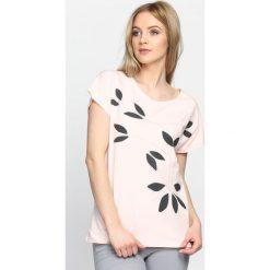 Różowy T-shirt Daughters. Czerwone bluzki damskie marki Born2be, l. Za 49,99 zł.