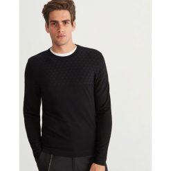 Sweter z okrągłym dekoltem - Czarny. Czarne swetry klasyczne męskie marki Reserved, l, z okrągłym kołnierzem. Za 119,99 zł.