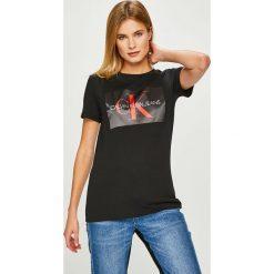 Calvin Klein Jeans - Top. Szare topy damskie Calvin Klein Jeans, l, z nadrukiem, z bawełny, z okrągłym kołnierzem. Za 229,90 zł.