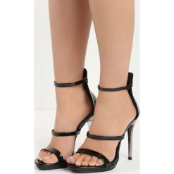 Czarne Sandały Carnivals Kisses. Czarne sandały damskie marki Born2be, z lakierowanej skóry, na wysokim obcasie, na obcasie. Za 89,99 zł.