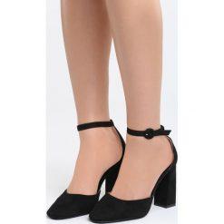 Czarne Sandały Grown Woman. Czarne sandały damskie na słupku marki Born2be, z materiału, na wysokim obcasie. Za 89,99 zł.