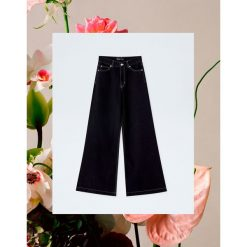 Jeansy z szerokimi nogawkami Pull&Bear by Rosalía. Czarne jeansy damskie Pull&Bear. Za 159,00 zł.
