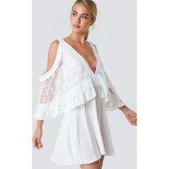 Trendyol Sukienka mini z koronkowymi detalami - White. Szare sukienki koronkowe marki Trendyol, na co dzień, casualowe, midi, dopasowane. W wyprzedaży za 97,17 zł.
